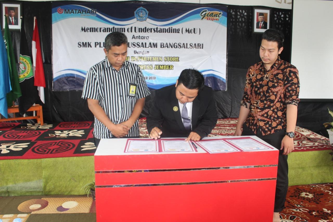 Penandatanganan MoU kerjasama dengan IDUKA (Matahari Departemen Store & Giant Ekspress Jember)