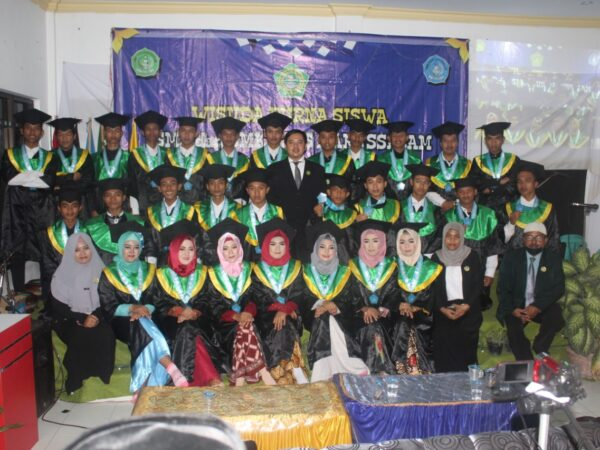 Wisuda Purna Siswa SMK Plus Darussalam ke-11